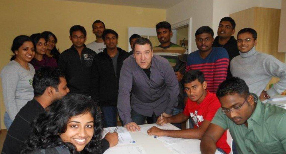 Bild der Wohnungsübergabe an die Studenten