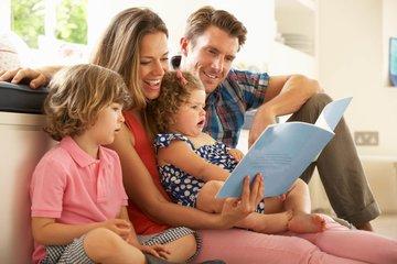 Bild einer Familie in der Wohnung