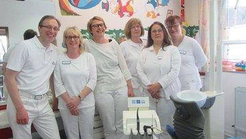 Teamfoto der Zahnarztpraxis Dr. Reiss