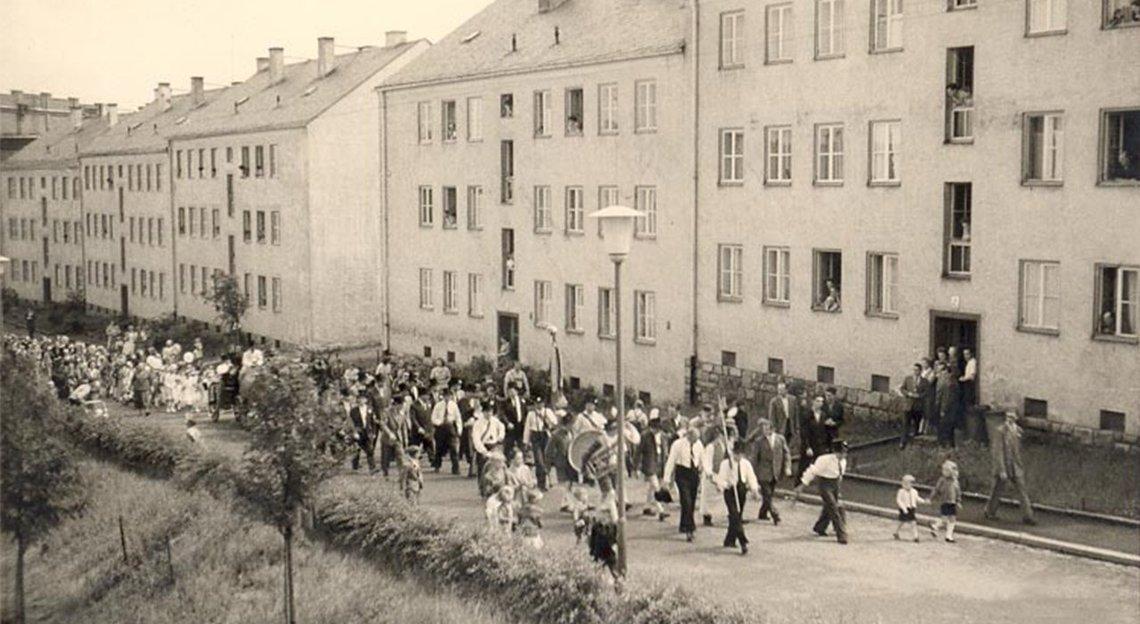 """Bild der Dr.-Scheiding-Straße 1-9 in """"schlichtem"""" Baustil um 1952"""