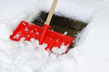 Bild vom Schnee räumen