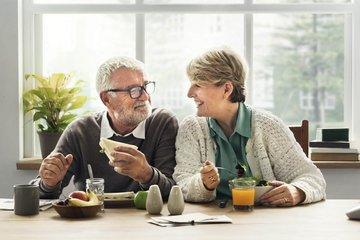 Bild von Senioren am Frühstückstisch