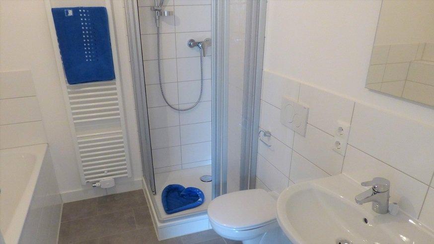 Bild eines Badezimmers aus der Johann-Weiß-Straße 18