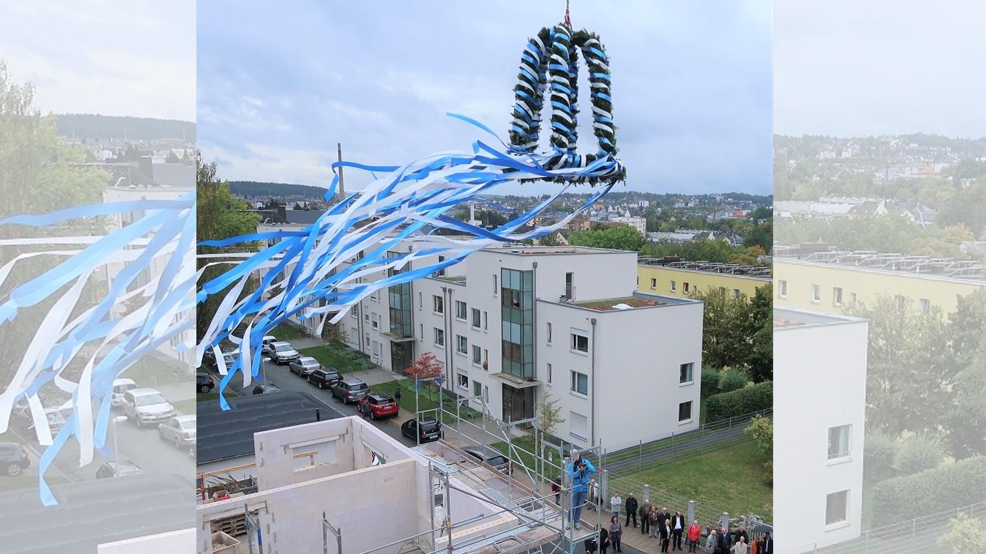 Bild der Richtfestkrone über unserer Neubaumaßnahme